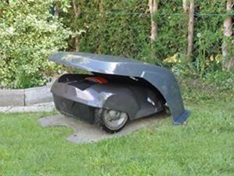 Mähroboter Garage PAPST:   Aus verstärktem Fiberglas - sehr stabil  Schutz vor Sonne und Hagel  Temper