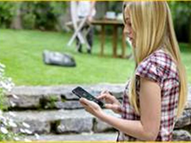 Husqvarna Connect Modul:   Mit Automower Connect können Sie Ihren Mähroboter per Smartphone  (verfügba